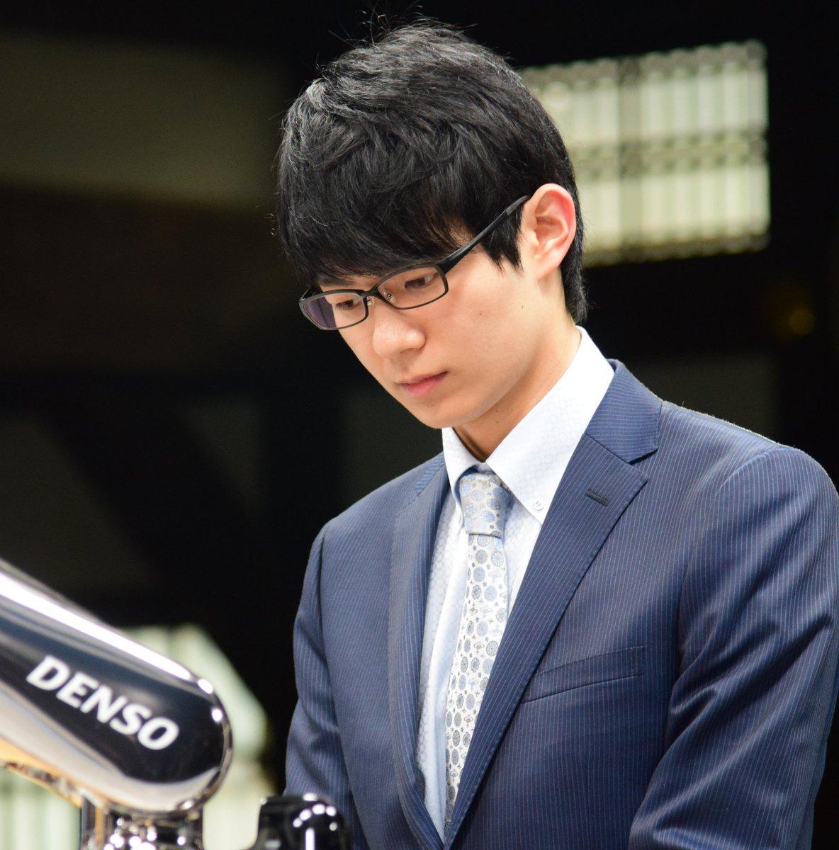 【将棋】イケメン棋士の魅力にハマる女性が激増中…「涼しく凛とした佇まいは、文系男子の最終形態です」