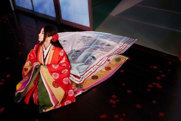 【音楽】倉木麻衣が初の十二単姿を披露!「ずっしり重くて、驚きました」