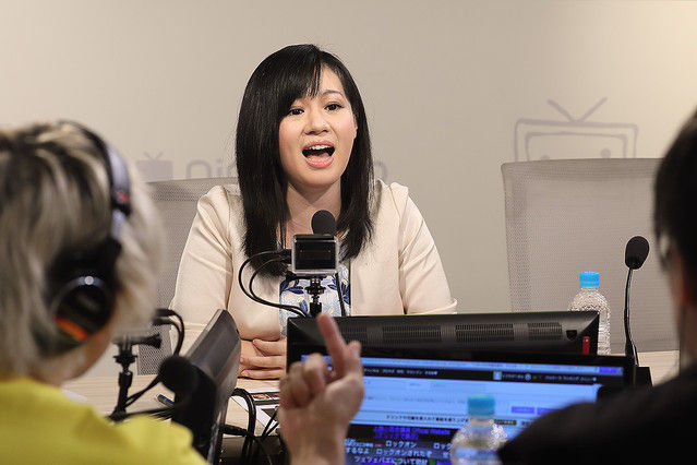上西小百合議員 公開生放送「ニコラジ」で月収告白「1900万円」