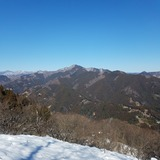 浅間嶺から御前山〜鷹ノ巣山を望む