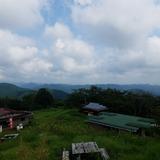 陣馬山から戸倉三山(臼杵山〜市道山〜刈寄山)を望む