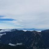 大汝山山頂から浅間山〜四阿山〜草津白根山を望む