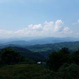 栃谷集落から大室山〜菜畑山〜倉岳山を望む
