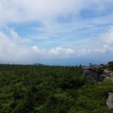 天狗岩から白布峠〜飯豊連峰を望む