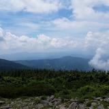 かもしか展望台から白布峠〜飯豊連峰を望む