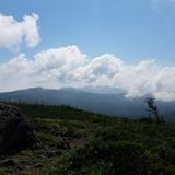 人形石から東大巓〜家形山〜一切経山を望む