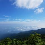 人形石付近から米沢盆地〜蔵王山方面を望む