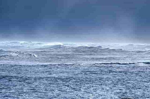 waves-316456_640-min