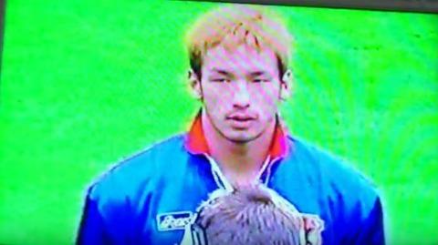 不本意にも君が代を歌わされる中田英寿@1998フランスW杯