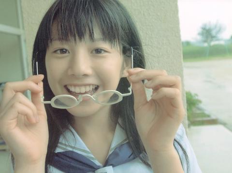 眼鏡が好きな夏帆