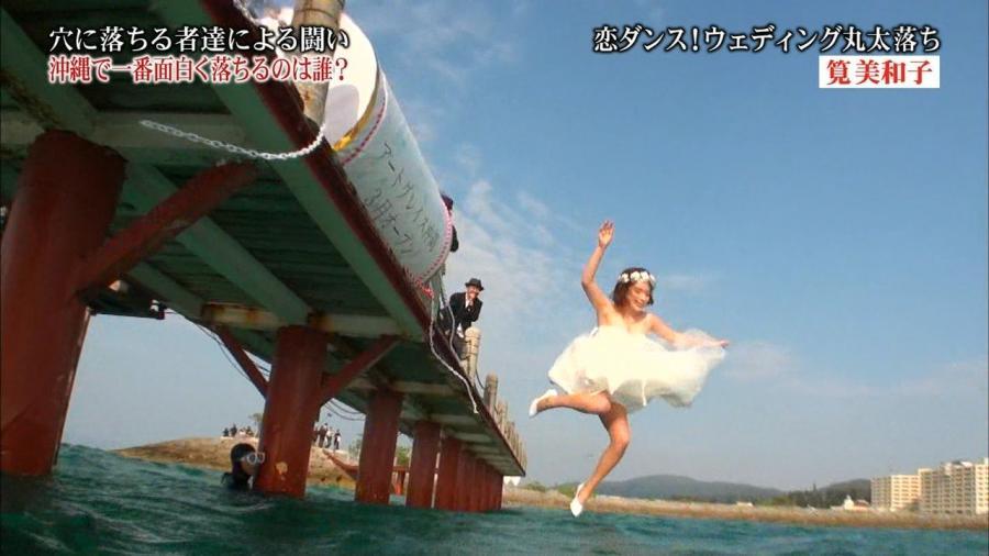 筧美和子 Hカップ胸あわやポロリ「全落in沖縄」画像