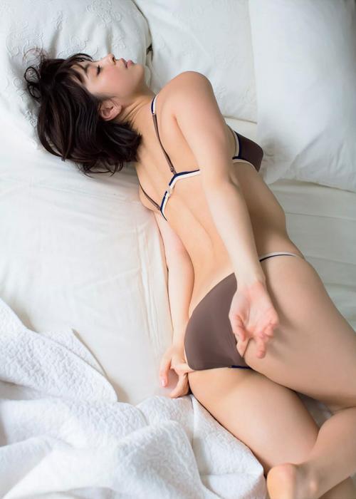柳ゆり菜 Eカップ ランジェリー 画像