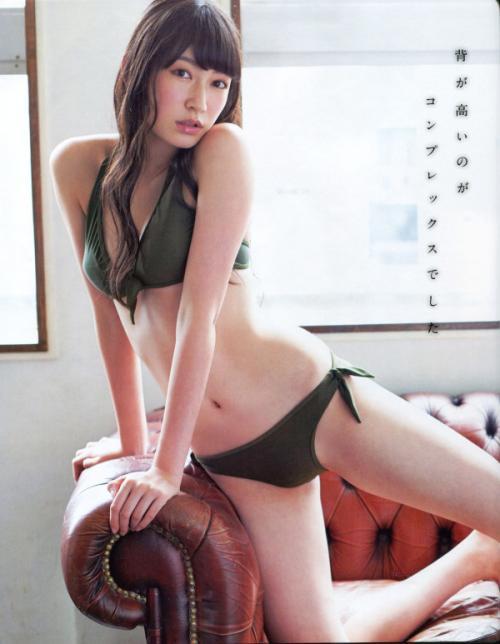 吉田朱里 過激水着 画像