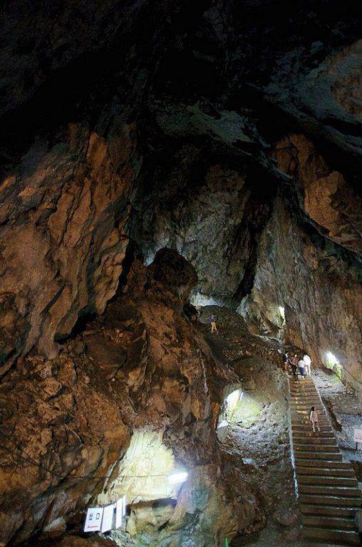 800px-Nippara_Cave_-_panoramio-compressor