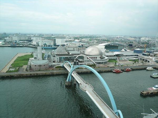 1024px-Nagoya_Port_Aquarium_01_R