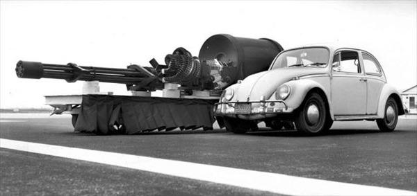 VW-Beetle-Type-1-with-a-GAU-8-aircraft-gun-720x340_R
