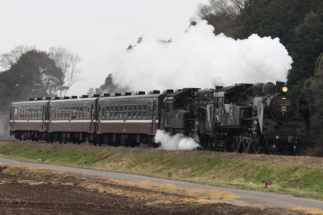 1280px-Moka_Railway_C11-325+C12-66_SL-Moka