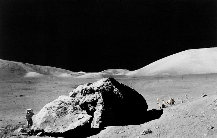 lunar-surface-11088_960_720