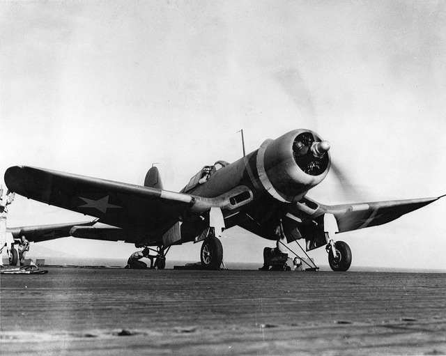 1200px-F4U-1_VMF-213_on_USS_Copahee_1943