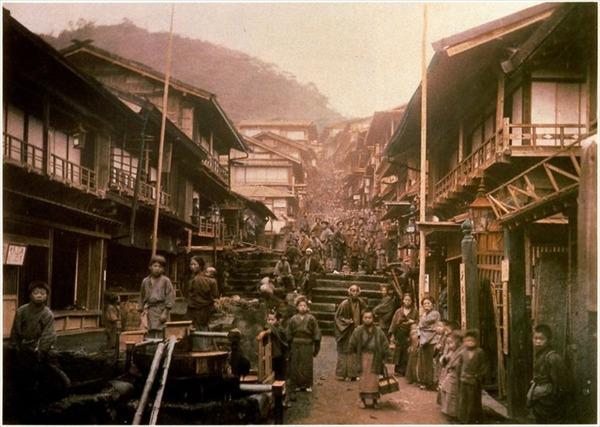 1280px-Ikaho_Onsen_Ishidangai1887-1896_R