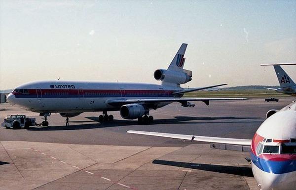 1280px-DC10,_Boston,_1990_R