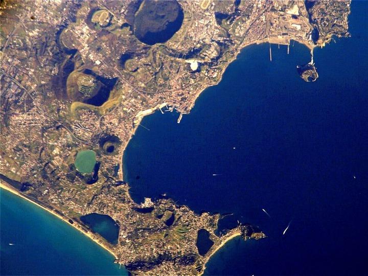 1024px-Pozzuoli_NASA_ISS004-E-5376_modified