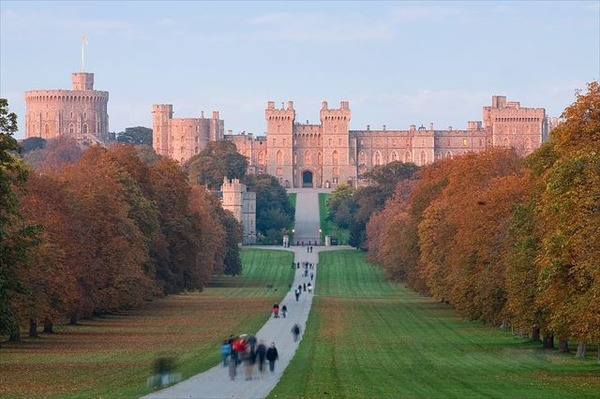 Windsor_Castle_at_Sunset_-_Nov_2006_R