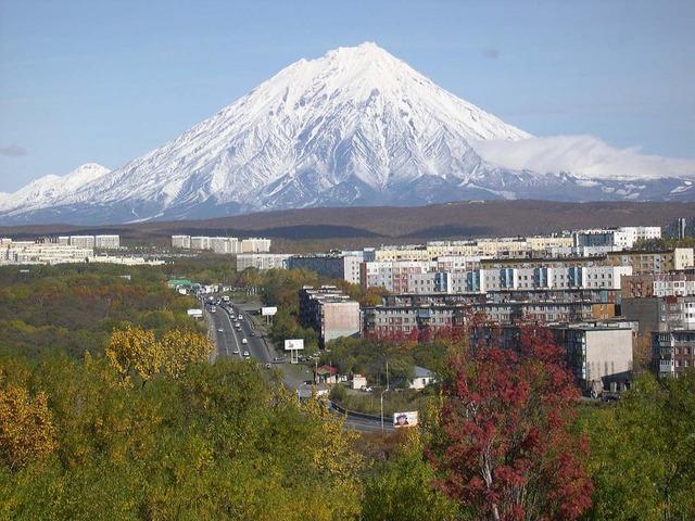 Koryaksky_volcano_Petropavlovsk-Kamchatsky_oct-2005