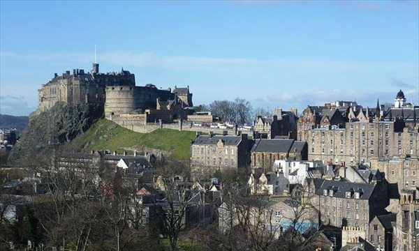 Edinburgh_Castle_from_the_south_east_R