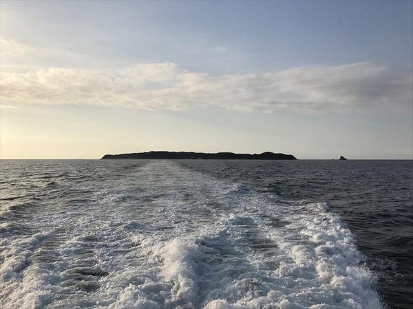 View_of_Ainoshima_Island_from_Ferry__Shingu__4_R
