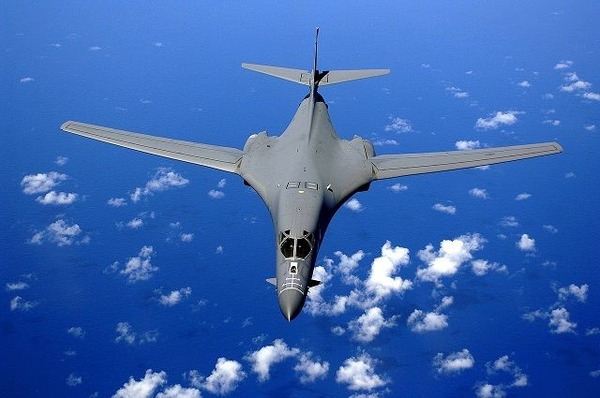 1280px-B-1B_over_the_pacific_ocean-compressor