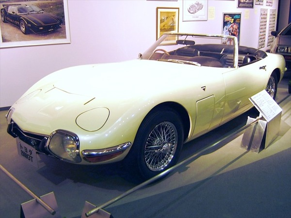 TOYOTA_2000GT_Bond_vehicles_R