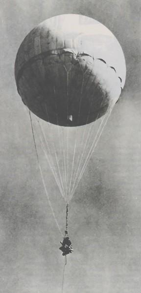 Japanese_fire_balloon_Moffett