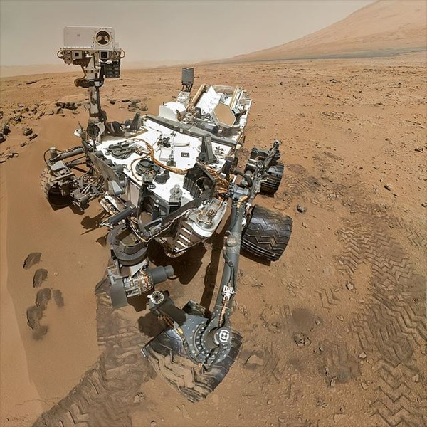 Curiosity_Rover_Arm_Camera_square_R