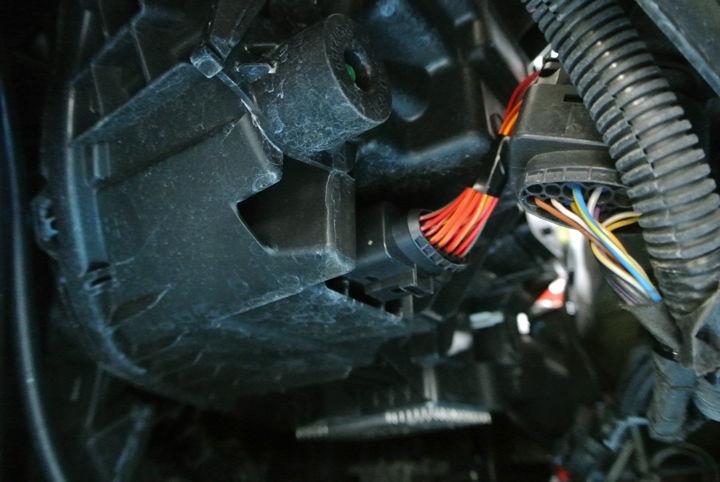 660313e0e7333 エンジン始動と同時に自動点灯し、約100%の照度で常時点灯。