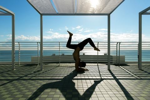 65643695-H1-Rooftop_yoga