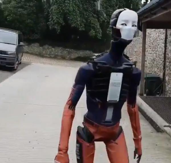 DarrenBroenRobot1