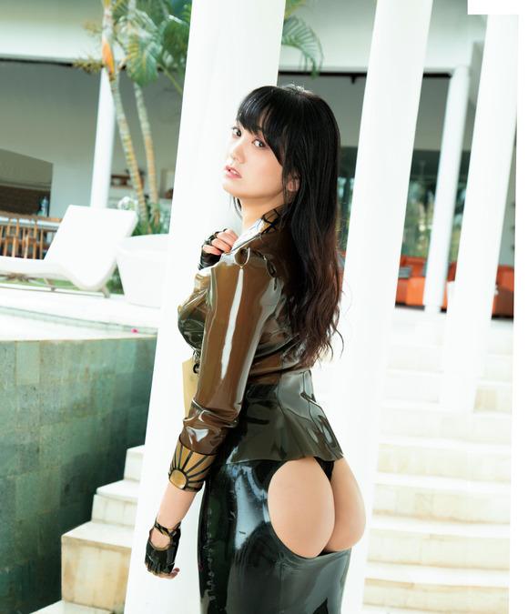【グラビア】脊山麻理子(38)「お尻の魅力を感じて」 アイテム駆使して完熟ヒップ披露
