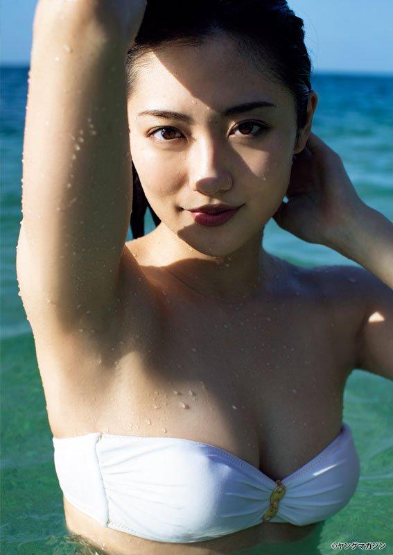 【グラビア】スーパー戦隊「パトレン3号」奥山かずさ、バンドゥビキニ姿披露「今、日本で一番美しいカラダがここにある!」