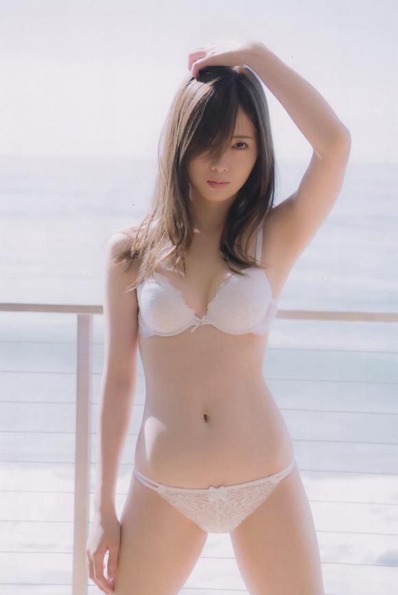 【画像】昔の乃木坂ヲタ「乃木坂はAKBみたいに下品な水着にならないから良いね!」