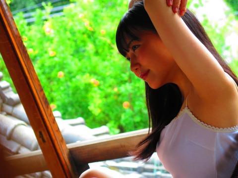 【画像】HKT田中美久、またおっぱい強調グラビアをしてしまう´Д