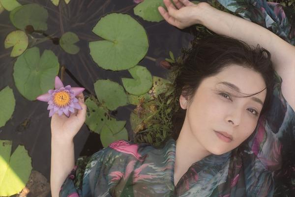 【画像】有森也実(53)、19年ぶりに写真集発売 色気あふれる魅惑のヒップショット公開!