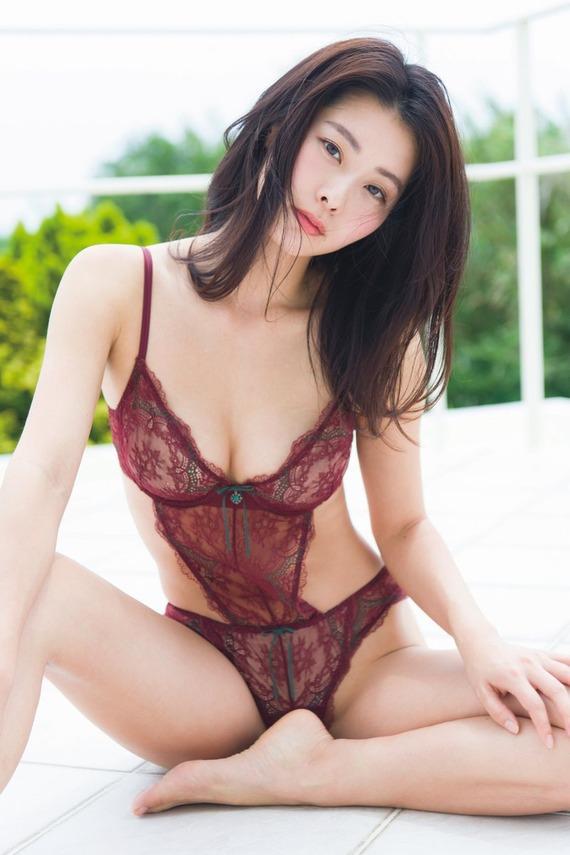 テラスハウスで話題の美女・福山智可子が初グラビア! Tバック等過激ショット多数披露!