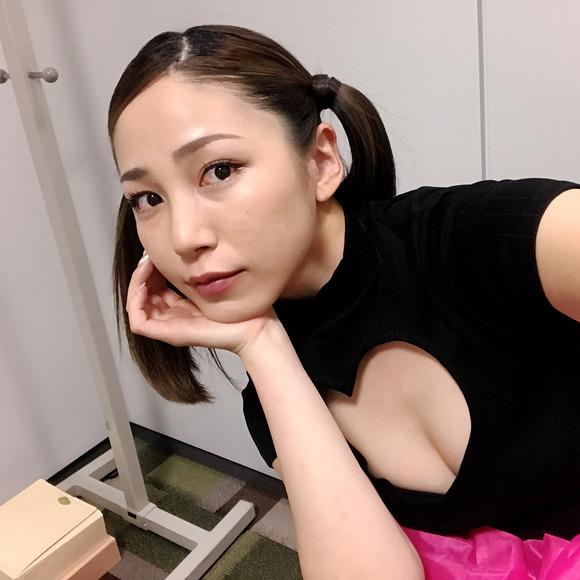 【画像】清純派アイドル・吉川友の路線変更が話題「下ネタキャラに転向したのかな?」
