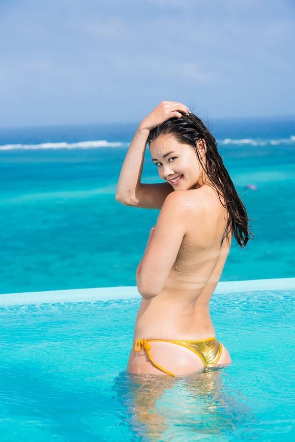 【グラビア】野沢直子さんの長女が初写真集 鍛え上げた8頭身ボディ解禁 限界セクシー悩殺ショットも