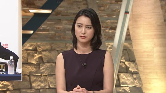 【画像】小川彩佳アナ、エッチなノースリーブを着てしまう