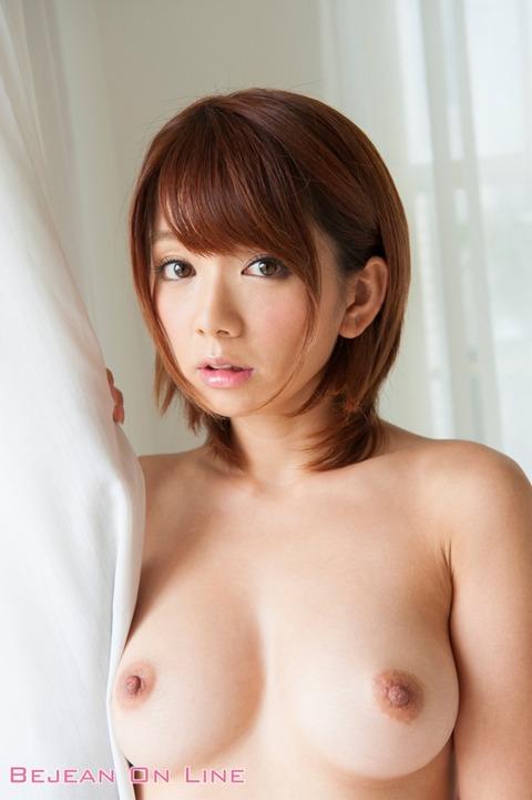 【動画】AV女優・希美まゆの玉ねぎのみじん切りをご覧ください 表紙