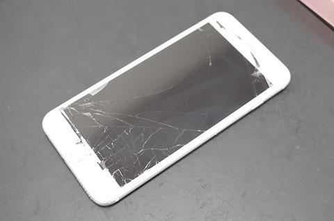 iPhoneの画面大体割れ