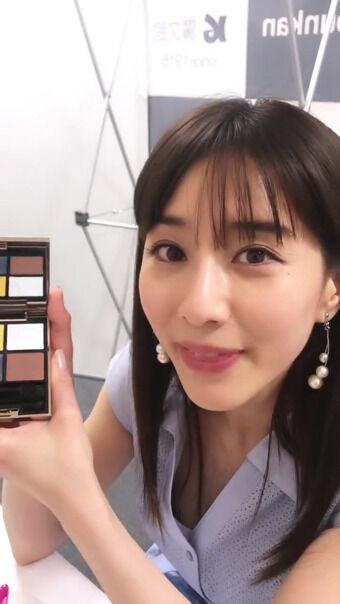田中みな実アナ 楽屋動画で胸チラ、ブラチラ!!
