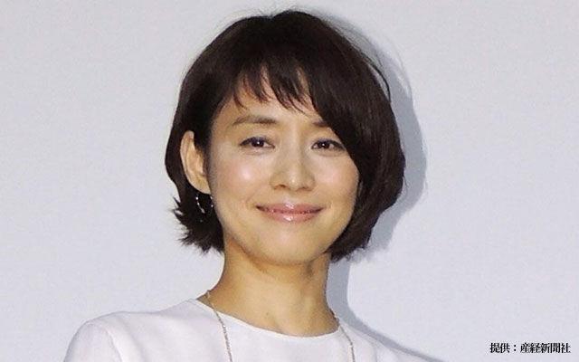 """【画像】石田ゆり子、""""放心状態""""の一枚に反響!「それでも美しい」「お肌が綺麗」"""